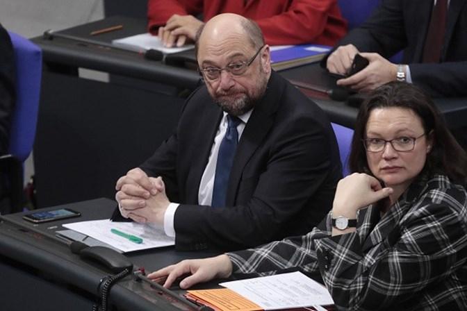 Merkel e Schulz chegam a princípio de acordo para governo na Alemanha
