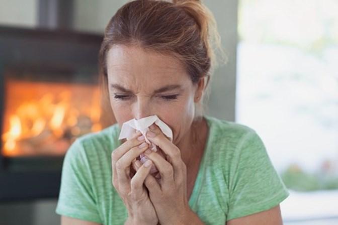 Britânico sofre ruptura da garganta ao tentar segurar um espirro