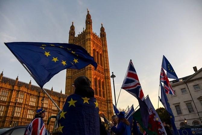 Deputados britânicos aprovam projeto de lei do Brexit