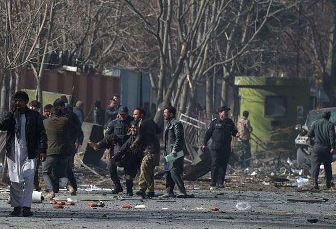 Número de mortos em Cabul sobe para 40. Talibãs reivindicam ataque