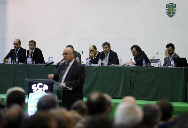 AG do Sporting suspensa e Bruno de Carvalho ameaça demitir-se