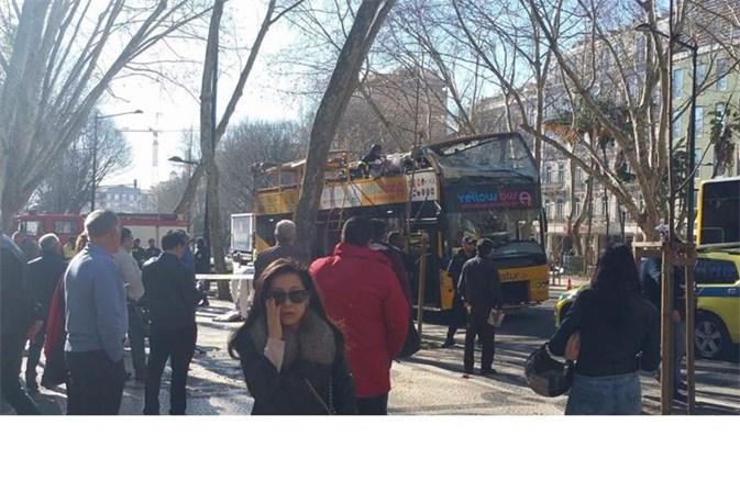 12 feridos em acidente com autocarro de turismo — Lisboa