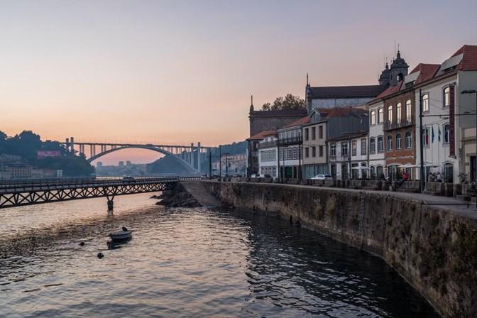 Corpo de jovem que tentou salvar homem encontrado no Douro