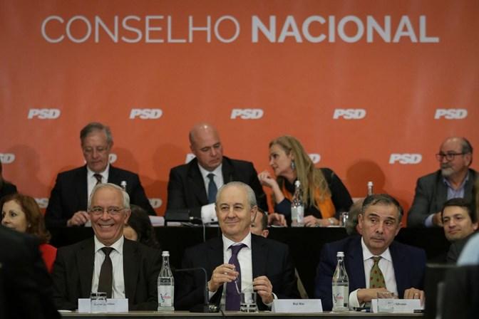 Luís Montenegro deixa o Parlamento, mas promete continuar a defender o PSD