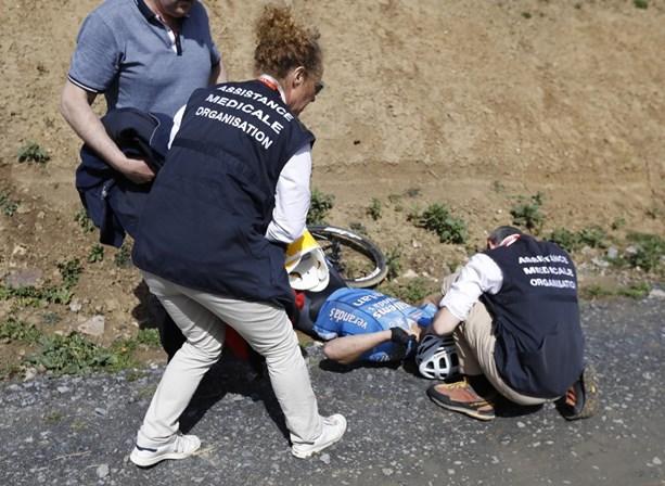 Morreu ciclista que sofreu queda no Paris-Roubaix
