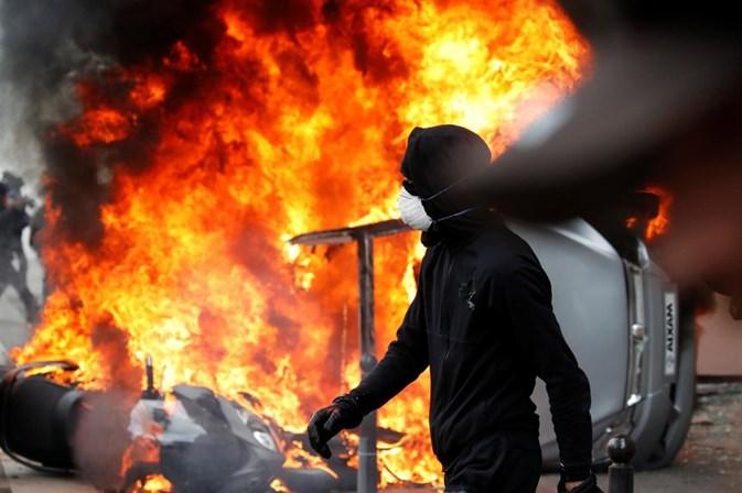 Atos violentos marcam manifestação do Primeiro de Maio em Paris