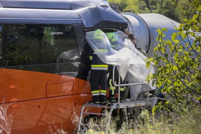 Quatro ingleses feridos com gravidade em colisão na Via do Infante
