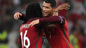 Renato Sanches e Cristiano Ronaldo no onze ideal da AFP