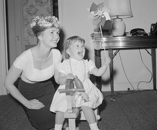 Debbie Reynolds com a filha, Carrie Fisher.