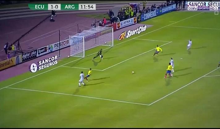 9b4dfdeb3e Veja aqui os três golos de Lionel Messi que colocaram a Argentina na Rússia  em 2018. Lionel Messi faz hat-trick