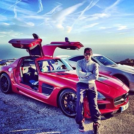 d703a522b Veja a colecção de carros milionária de Lewis Hamilton - Vida - SÁBADO