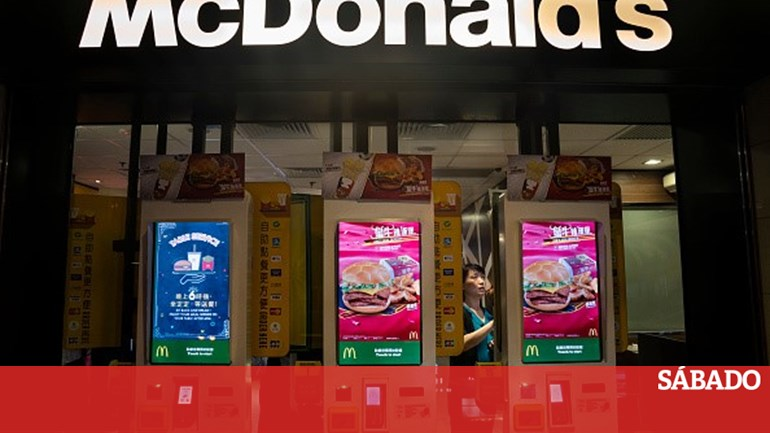25de7f07db McDonalds irá substituir totalmente o staff por quiosques self-service -  Mundo - SÁBADO