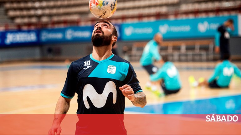 f4ad32d9ba Ricardinho eleito pela sexta vez melhor jogador do mundo de futsal -  Desporto - SÁBADO